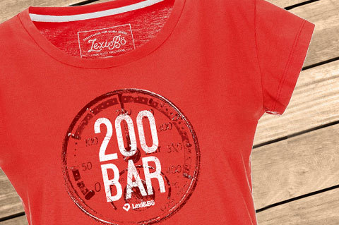 200bar_Womens_FieryRed01_WoodBG