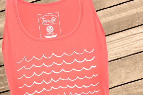 Waves_Women_Tank_Pantone1785_WoodBG