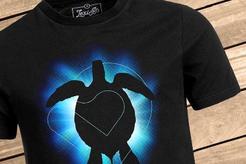 Shining_turtle_Men_Black01_WoodBG-1