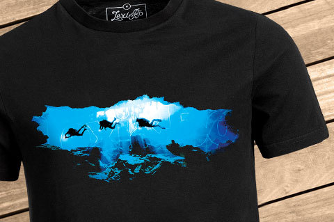 CaveDiving_Men_Black_Front01_WoodBG