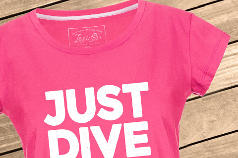 Just_Dive_It_Women_PinkPeacock_WoodBG