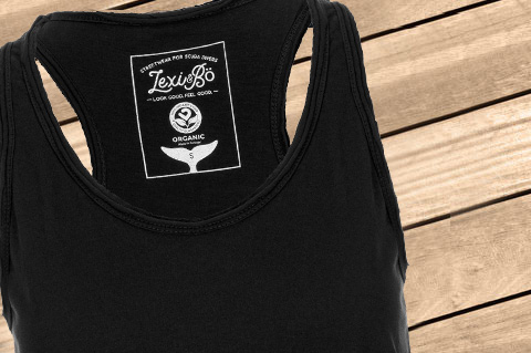 Basic_Women_Tank_Black01_WoodBG